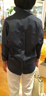 シャツ背面