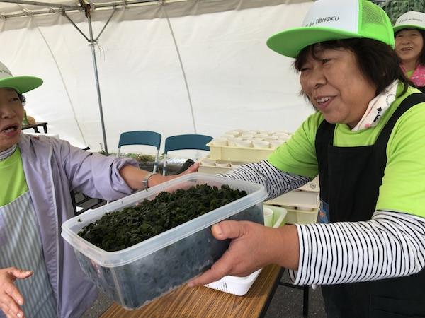 ツールド東北2017蔵内漁港のわかめとおばちゃん